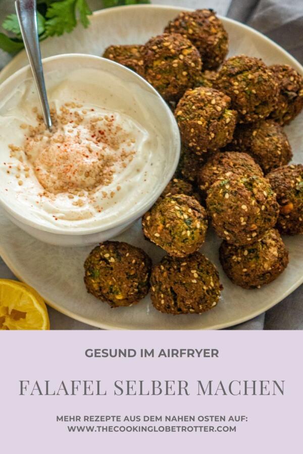 Falafel sind knusprige arabische Kichererbsen Bällchen mit Kräutern und Gewürzen. Perfekt als veganer Snack, Vorspeise, in Salaten oder Mezze Platter