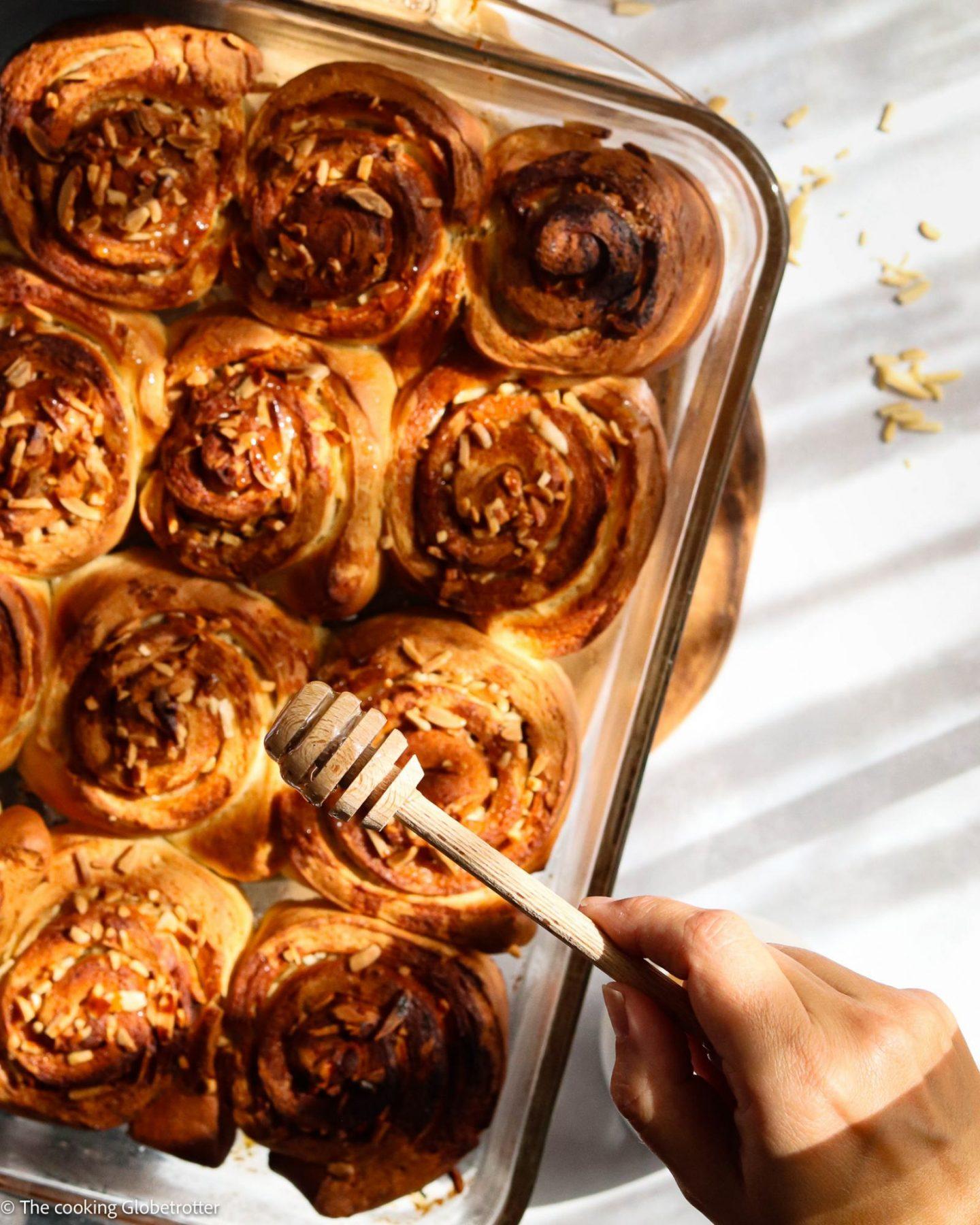 Rezept für Bienenstich Hefeschnecken mit Mandeln und Tonka Bohne Honig von The cooking Globetrotter