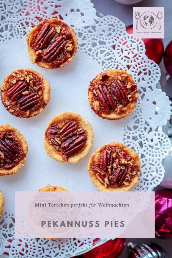 Bild von kleinen Törtchen gefüllt mit Pekannüssen, ein Rezept aus Amerika auf dem Blog The cooking Globetrotter, mit Rezepten aus der ganzen Welt. Weihnachtlich, für die Adventszeit, Plätzchen