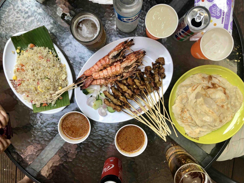 Essen beim Stay by the bay, Hühnerspieße in Singapur