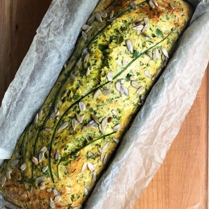 Ein einfaches Rezept aus Italien für sommerliches Kräuter Ricotta Brot, Low Carb, gerne vegan oder glutenfrei. Der perfekter Begleiter für deine Antipasti.